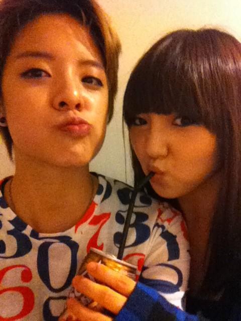 Amber تكشف عن صداقتها مع Min و Jia عضوتي Miss A ..!! 20110823_amber_min_1