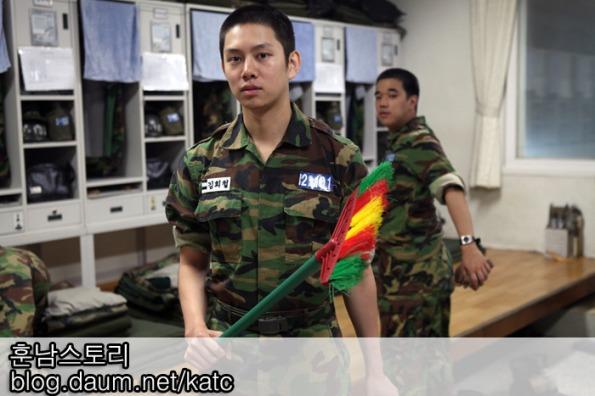 صور المغني الكوري heechul فـِي